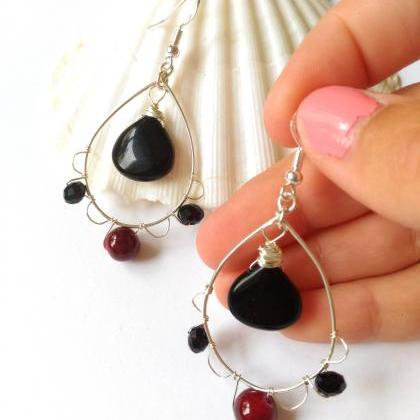 Black and red gemstone earrings, Bl..