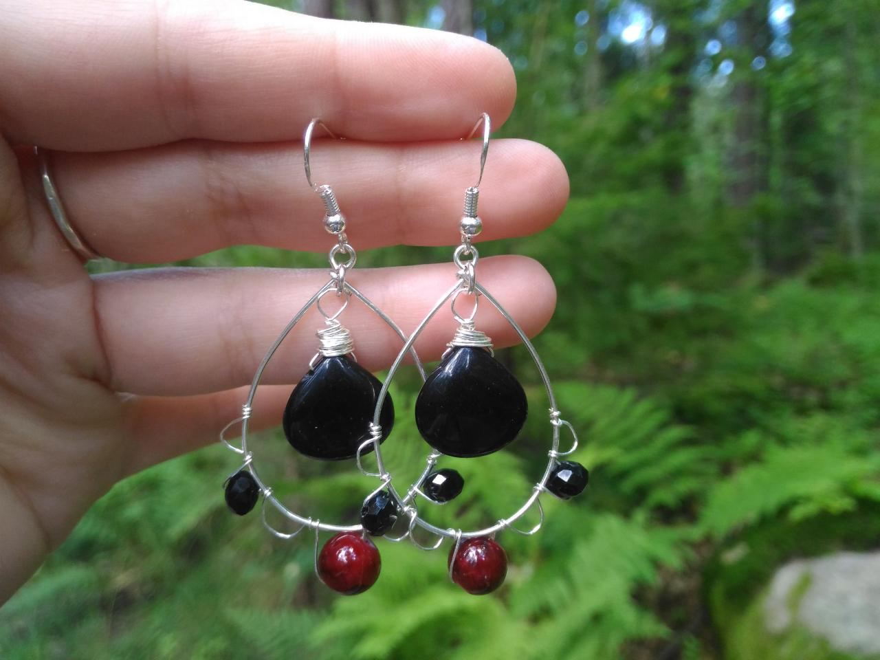 Black and red gemstone earrings, Black onyx drop earrings, Wire wrapped silver earrings, Bohemian earrings in black, Statement earrings