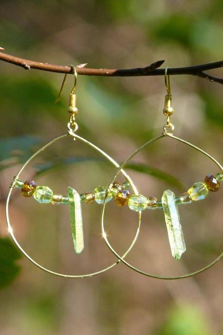 Green Apple Aura quartz hoops, Green gemstone boho hoops, Wire brass hoop earrings, Green boho earrings, Green and gold lightweight earrings