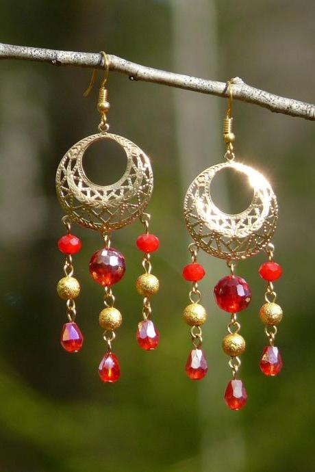 Long cluster red earrings with glass beads, Gold and red chandelier earrings, Red fringe dangles, Red boho earrings