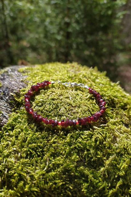 Spring collection: Dark red Garnet gemstone bracelet, Red boho beaded bracelet, Dainty thin gemstone chip bracelet,Elegant wine red bracelet
