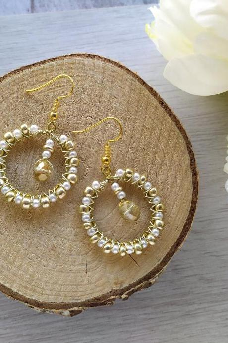 Elegant classy gold and white hoops, Wire wrapped boho gold hoop earrings, Dainty bohemian earrings with acrylic pearls, White gold dangles