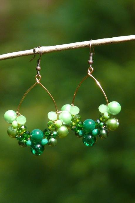 Green chandelier earrings, Green boho earrings, Green beaded earrings, Copper green earrings, Green statement earrings, Wire wrapped copper