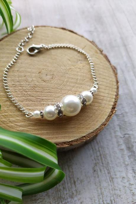 Simple white pearl wedding bracelet, Ivory pearl bracelet for bride, Elegant white and silver bridal bracelet, Pearl and rhinestone jewelry